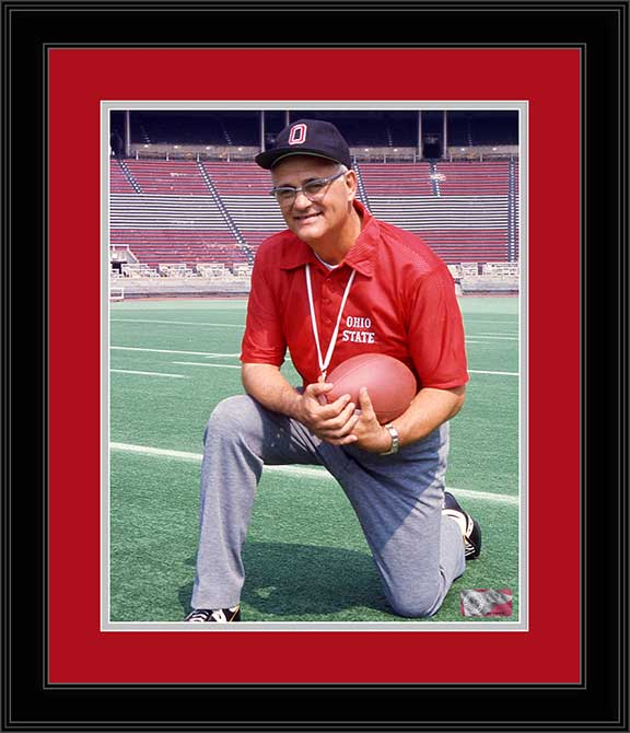 College - Ohio State Buckeyes - Woody Hayes Kneeling - 1976 - Framed Picture